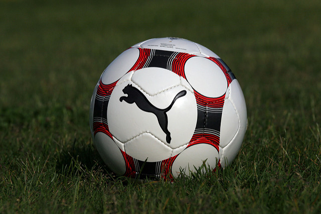 une photo d'un ballon de foot